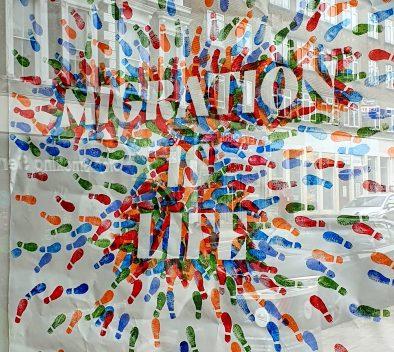 """maahanmuuttajien työllistyminen -aiheisen Tempo-blogin kuvituskuva, jossa teksti """"Migration is life""""."""